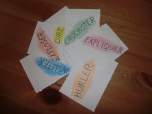 Comment utiliser les verbes de dialogue